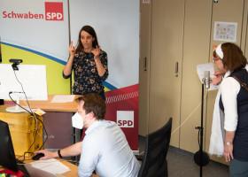Impressionen aus der Sendezentrale des digitalen Parteitags