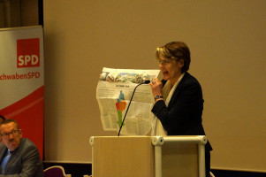 MdB Ulrike Bahr wies auf die gute wirtschaftliche Situation in Schwaben hin
