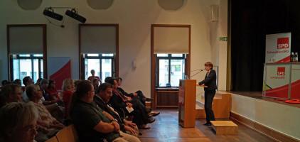 Ulrike Bahr, MdB, Vorsitzende der SchwabenSPD bei ihrer Begrüßung.