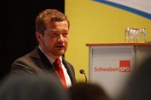 Der Generalsekretär der BayernSPD, Uli Grötsch, während seines Grußwortes.